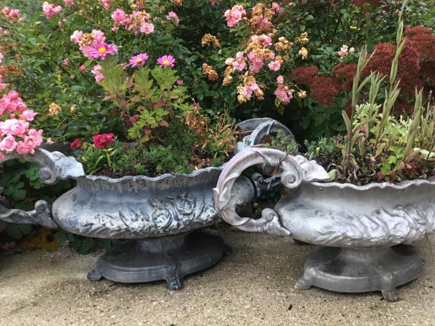 Du côté des antiquaires : jardinières et cache-pot… et un ...